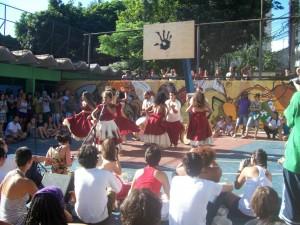Apresentação do Grupo Cangarussú no Alves